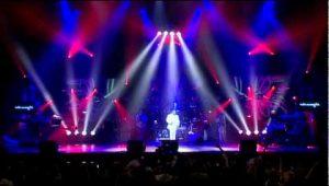 Armenchik – Nayum Em Nkarit (Live)